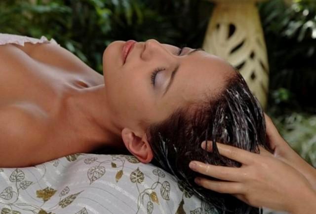 Avokádový olej na vlasy – kdy a jak vám může pomoci?