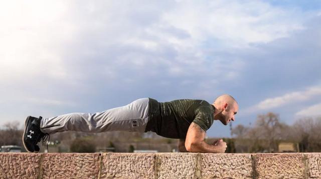 62 letý muž překonal světový rekord v planku – vydržel více než 8 hodin