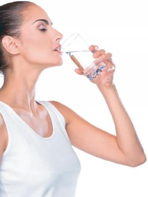 Měděná voda – proč pít vodu z měděné nádoby? Jaké to má účinky na zdraví?