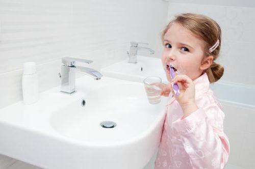 Fluoróza – co je to – příznaky, příčiny a léčba