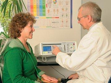 Zrcadlová terapie – co je to, jak funguje a kdy pomáhá?