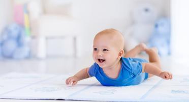 Jak zvýšit tvorbu mléka při kojení – které potraviny a metody fungují?