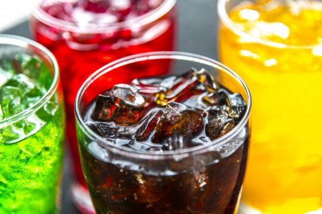 Způsobují sladké a slazené nápoje rakovinu?