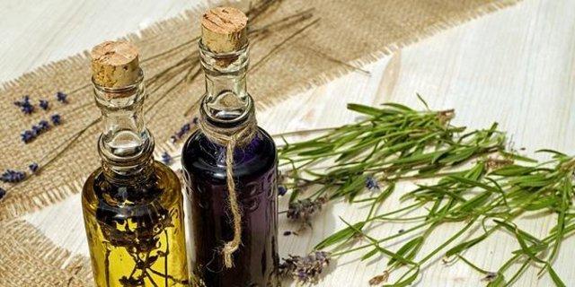 Levandulová voda a její účinky na krásu a zdraví + recept na její výrobu