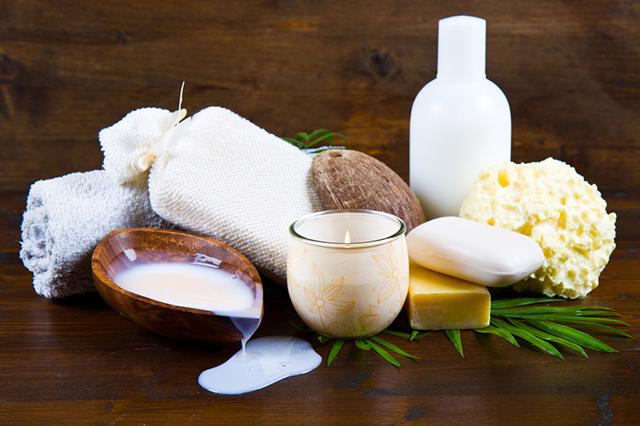 Kokosový olej na řasy – v čem jim může prospět? A jak ho používat?