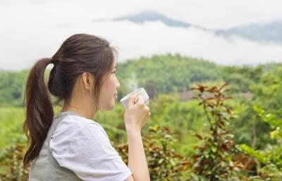 Pití horké vody a účinky na zdraví – na co je to dobré?