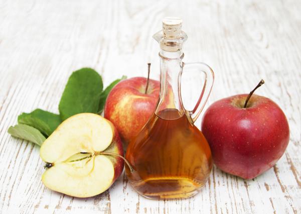 Jablečný ocet na vlasy – jak a v čem může pomoci?
