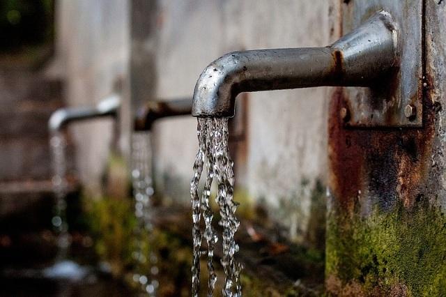 Jak funguje filtrační konvice? Je voda pak lepší než z kohoutku?
