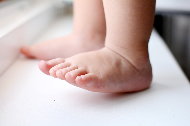 Mé dítě špatně chodí – co to může být?
