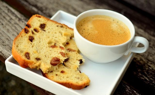 Vliv a účinky kofeinu (nejen) na náš mozek – jak na nás voňavá káva působí?