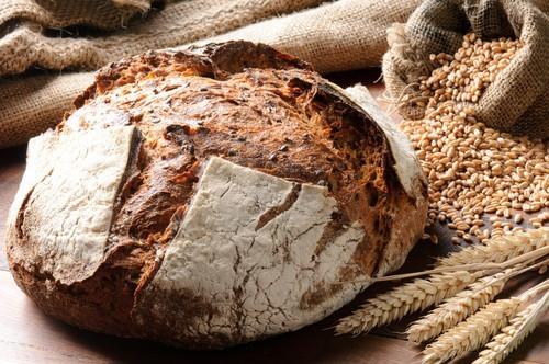 Je žitný chléb a žitné pečivo zdravé? Proč si ho dát místo klasického chleba?