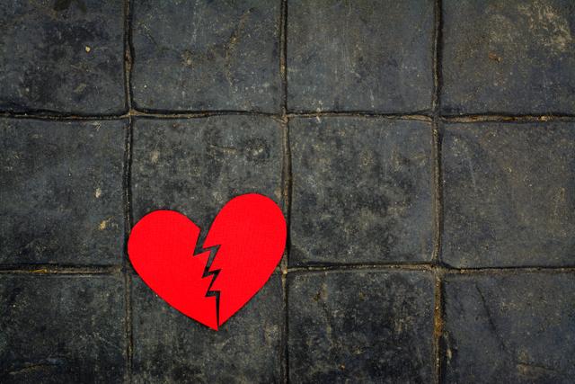 Syndrom zlomeného srdce – co je to a jaké má příznaky a jak se léčí?