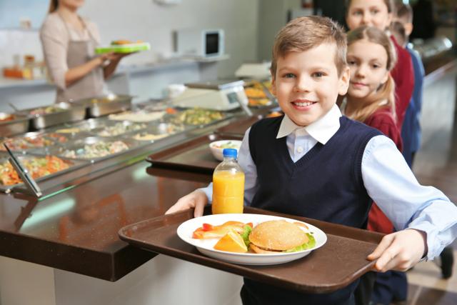 Školní obědy jsou přesolené a porce malé