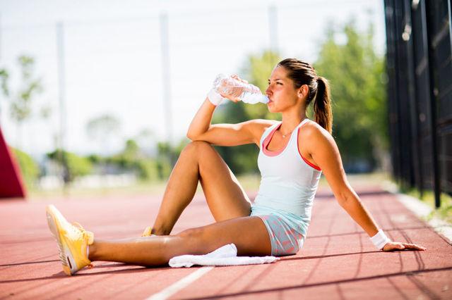 Iontové nápoje při sportu většina znás nepotřebuje