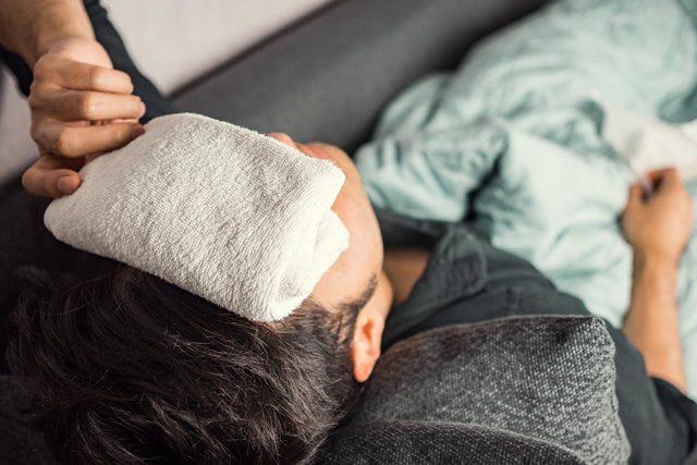 Horečka udětí: kdy ji srážet a kdy je čas na léky?