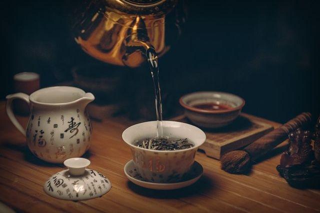 Káva bez kofeinu je často dílem chemie