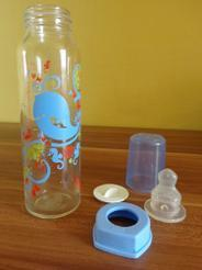 Díky krmení ze lžičky a pití zhrníčku se dítě učímluvit