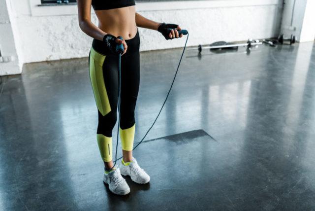 Jak cvičit doma, zhubnout a zároveň si nezničit záda