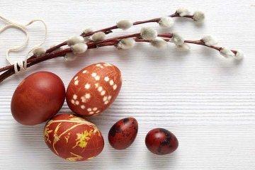 Nemáte barvu na vajíčka? Přírodní prostředky jsou jemnější