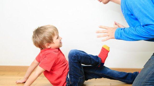 Ošetření odřeného kolena: kdy je třeba dezinfekce ajaká