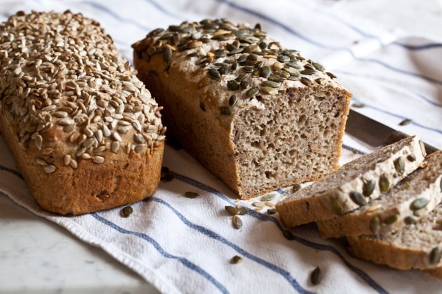Proč se žitný chléb peče jen ve formách?