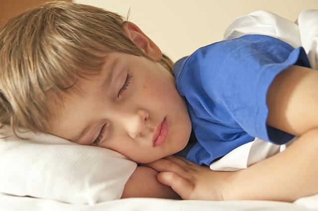 Noční počůrávání: enuréza aneb když má dítě mokroupostel