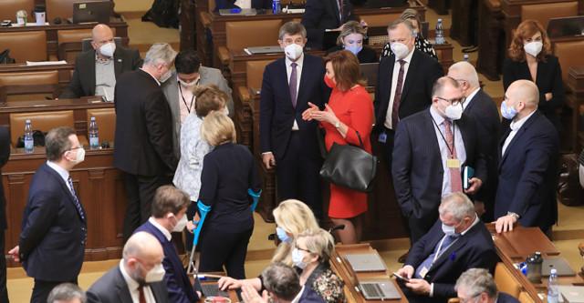 Poslanci hlasují oodškodnění po očkování