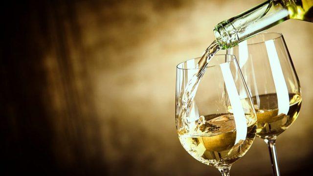 Největší chyby při podávání vína? Teplé červené a studenébílé