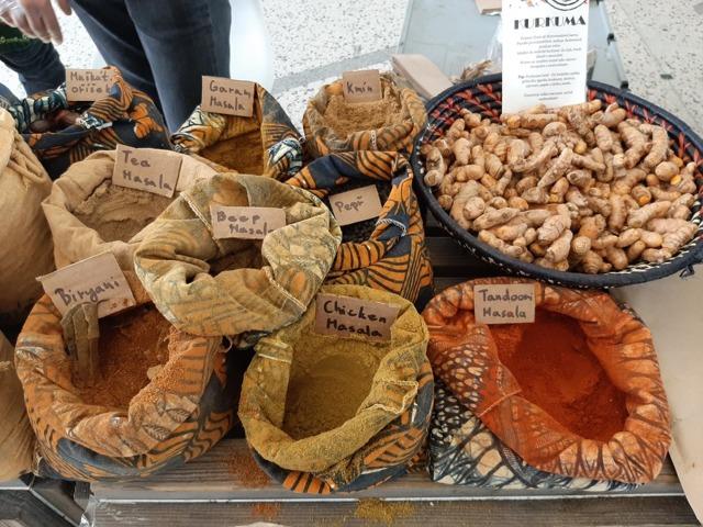Jak kupovat koření na exotickém trhu