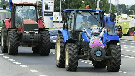 Zemědělci blokují české dálnice kvůli cenám mléka