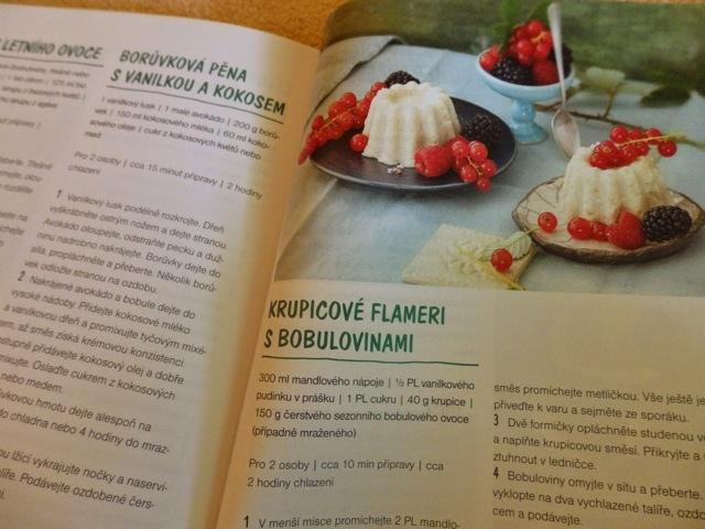 Vegetariánská kuchařka v kuchyni masožrouta