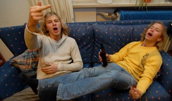 Čtvrtina mladých Čechů si vypíjí mozek