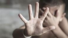 Anglická učitelka byla obviněna ze zneužívání dětí