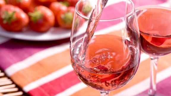 Taky jste podlehli módě a pijete růžové víno?
