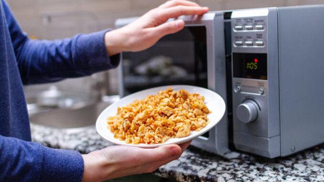 Ohřívaná rýže může způsobit otravu