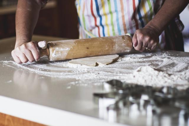 Vyplatí se těsto na cukroví koupit, nebo udělat doma?