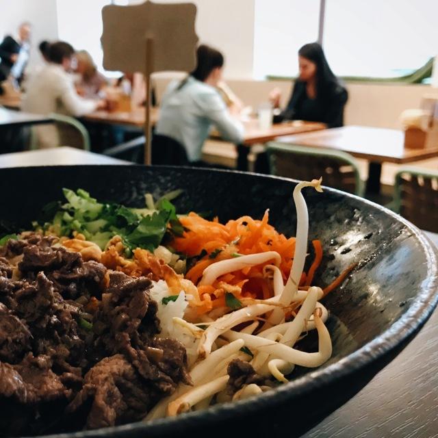 Průměrný oběd vČR stojí 99Kč