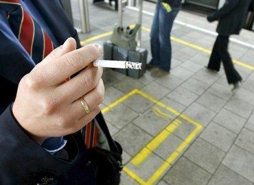Bič na nekuřáky aneb kouření na zastávkách
