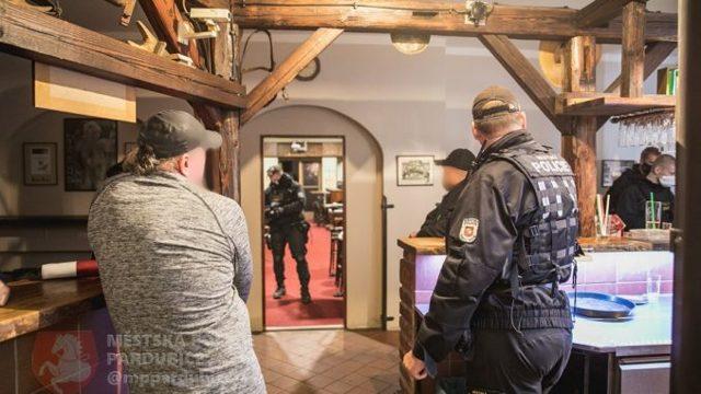 Fotogalerie: Veterináři odhalili nelegální hospodu