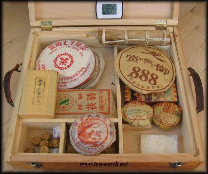 Skladovat čaj ve skleněné nádobě, nebo v papírové krabici?