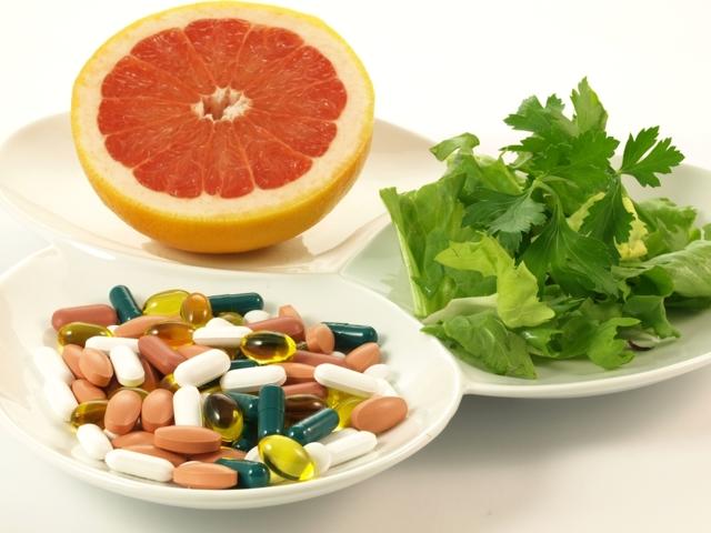 Léky se tlučou sbylinami, jídlem imezi sebou