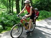 Dítě ve vozíku za kolem? Nesmí na silnici ani cyklostezku!