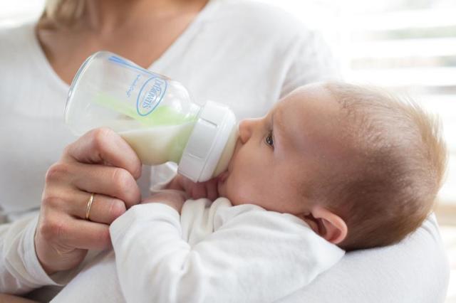 Jak zvládnout kojeneckou koliku?