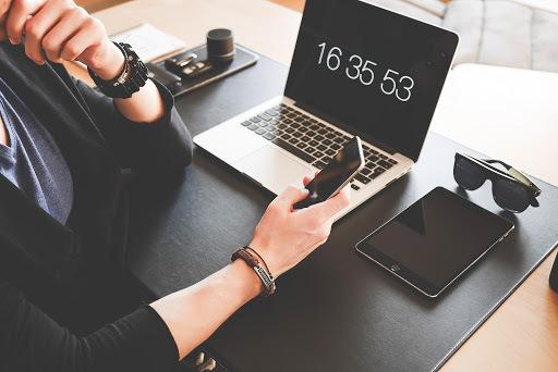 Surfujete v práci na internetu? Jste produktivnější
