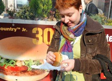 Souboj hamburgerů: Farmářské tržiště proti fast foodu