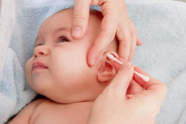 Jak si správně čistit uši? Nijak