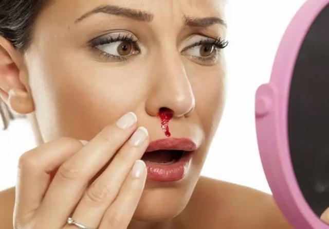 Krvácení znosu můžete zastavit rychle
