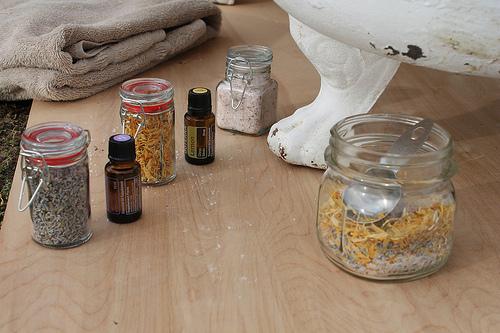 Bylinky do koupele – které a jak použít do bylinkové koupele?