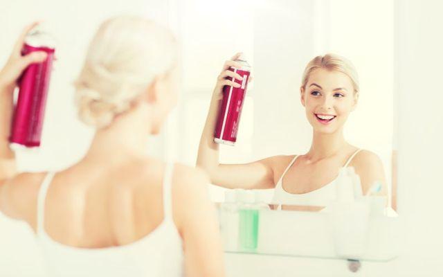 Poškození a padání vlasů někdy způsobují vaše zlozvyky – jaké?