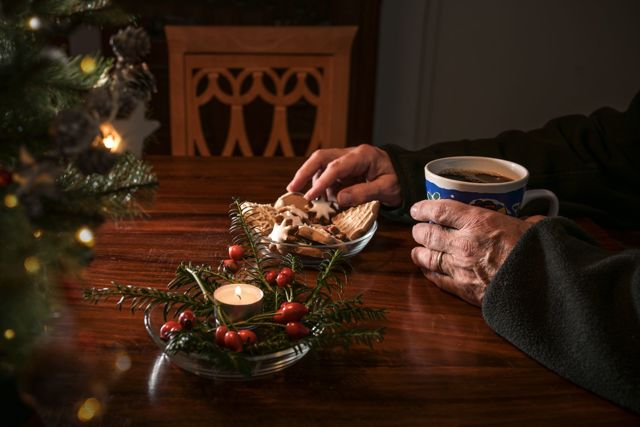 Jak se vyrovnat s osamělostí o vánočních svátcích? Když Vánoce přinášejí smutek…